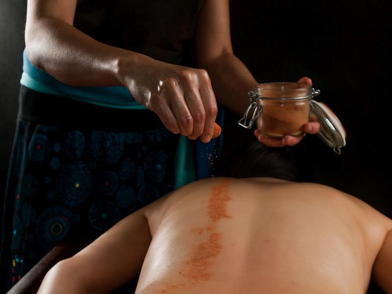 Udvartana masaż ajurwedyjski Ewa Szydłowska Masaże ajurwedyjskie i orientalne w Bieszczadach