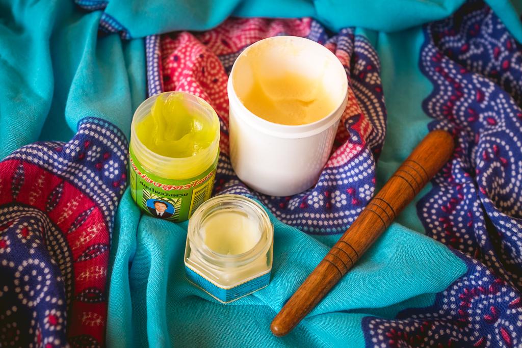 Kremy i pałeczka używane do tajskiego masażu stóp - Ewa Szydłowska Masaże ajurwedyjskie i masaż tajski w Bieszczadach